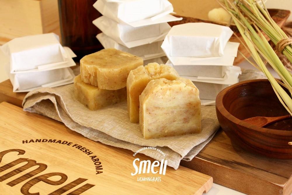 smell lemongrass.jpg